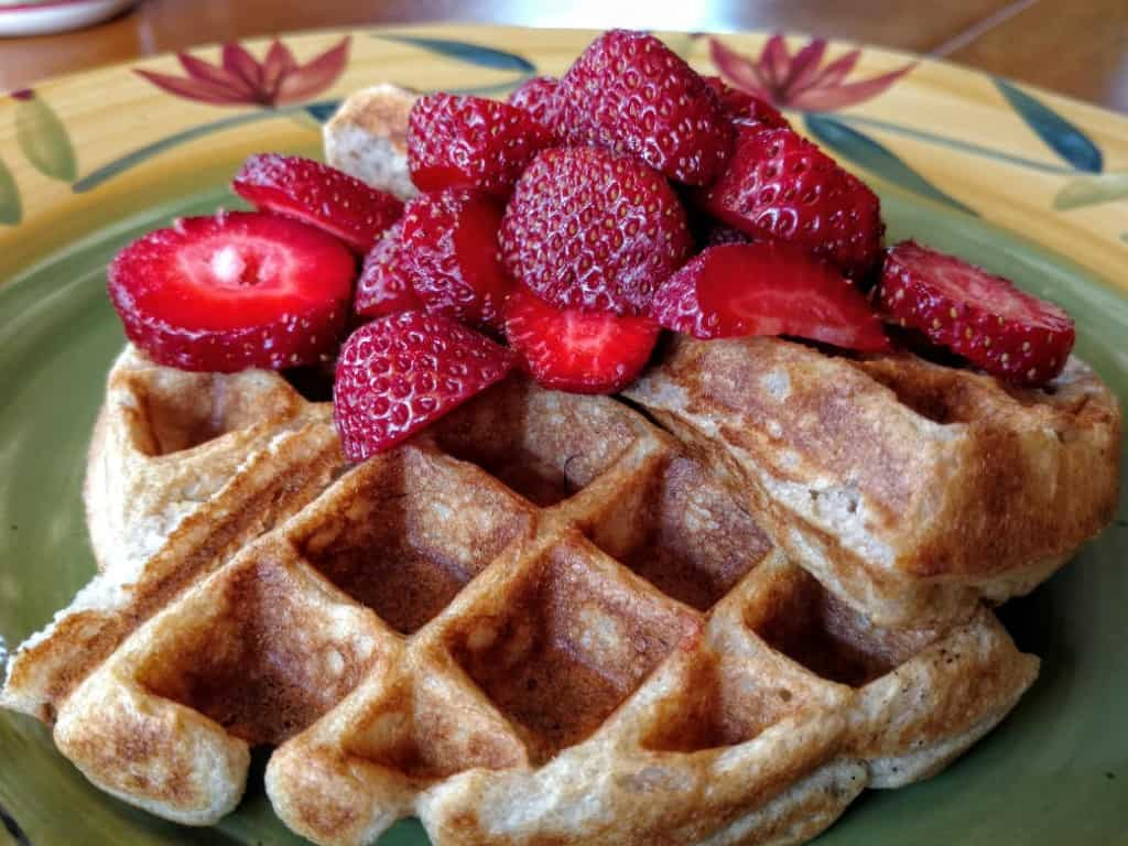 vegan-waffles-with-strawberries
