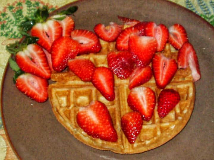 Cheesecakey Vegan Waffles with fresh strawberries