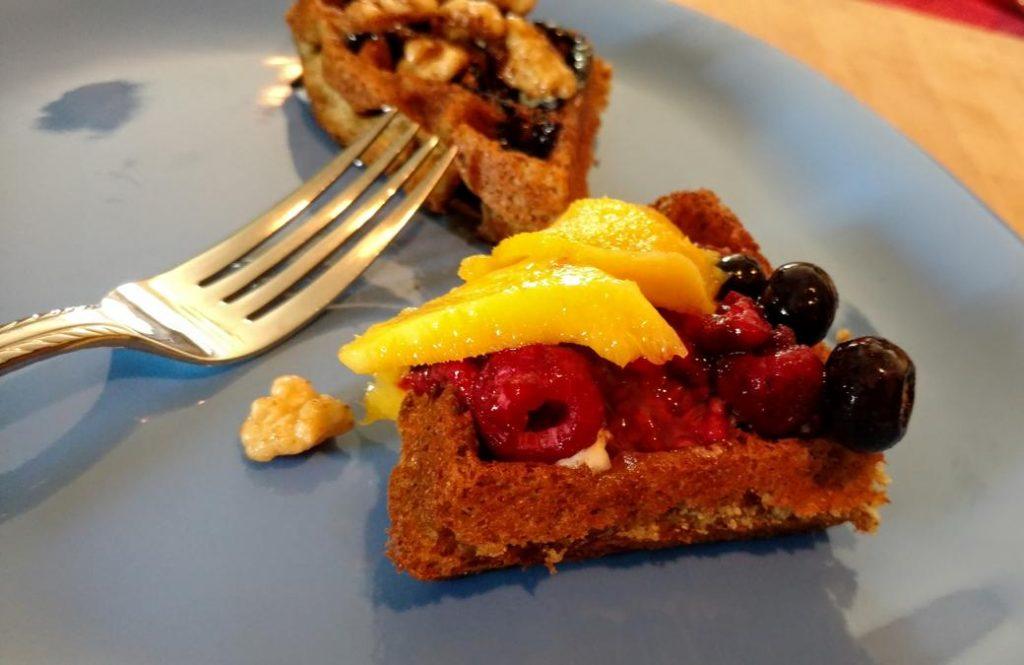 vegan waffle with juicy mango & berries